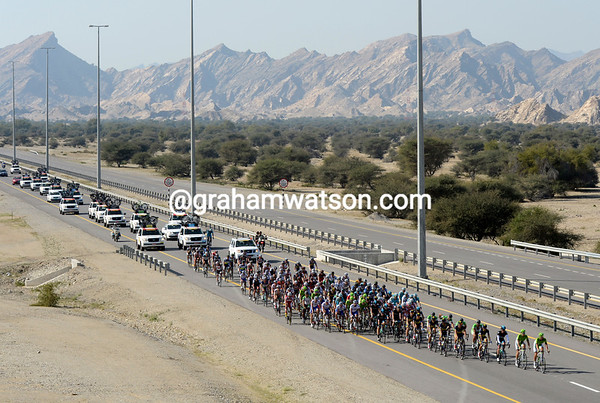 The peloton has been sitting on a one-minute gap for almost one hour..!