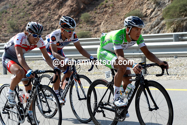 Christian Della Selle leads the escape now, they want to be caught but the peloton isn't playing this game...