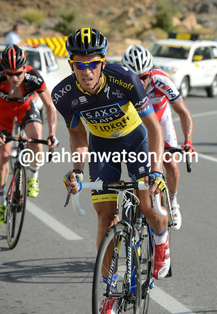 Contador has Rodriguez and Evans with him...