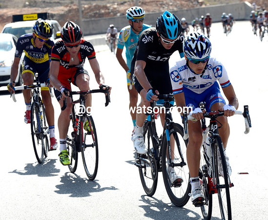 A stall in the racing allows Kenny Elissonde to emerge at the front, Froome having now got on-board...