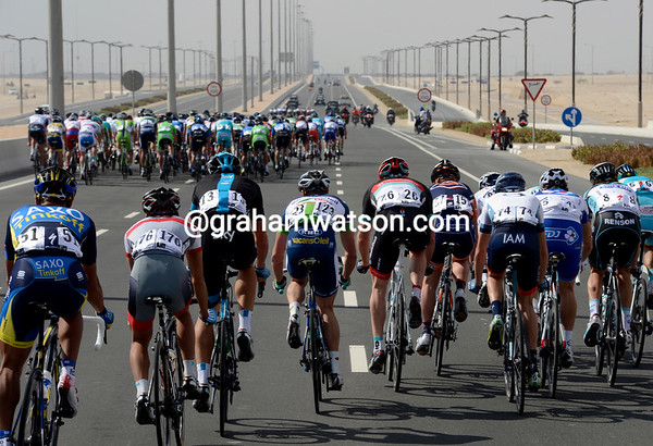 The winds have split the peloton into four clear groups after just 20-kilometres of racing...