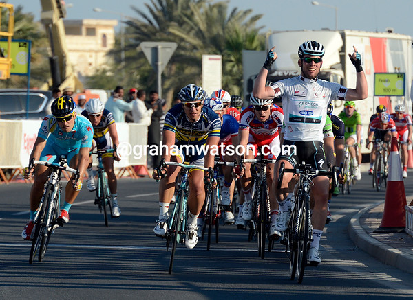 Mark Cavendish wins stage four from Barry Markus and Andrea Guardini...