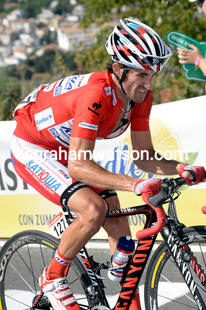 Daniel Moreno has been dropped by the changing pace - he's struggling on the steep gradient...