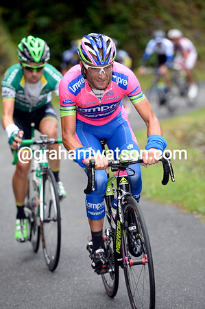 Michele Scarponi is now chasing the escape seeing as Astana never caught the original escape of 29-riders...