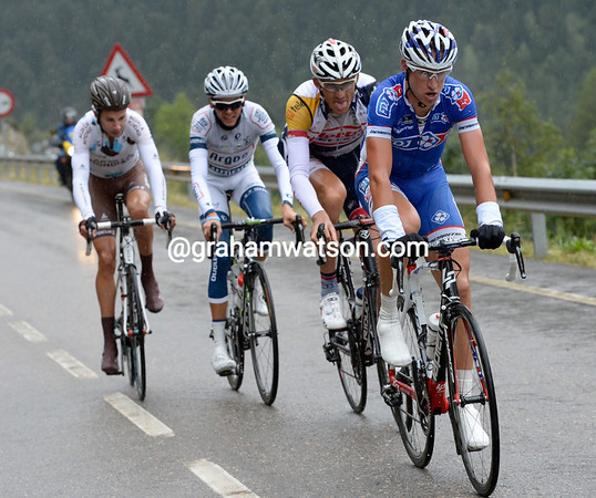 Alexandre Geniez gets a quartet away from the escape at the start of the Puerto de la Bonaigua...