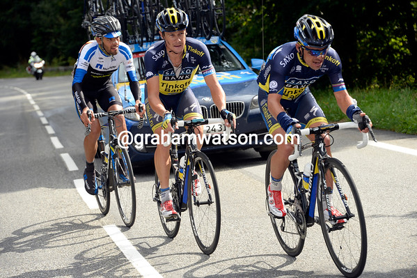 Roche has found Zaugg and Mendes up ahead on the Col de la Peyresourde - the Saxo plan is working..!