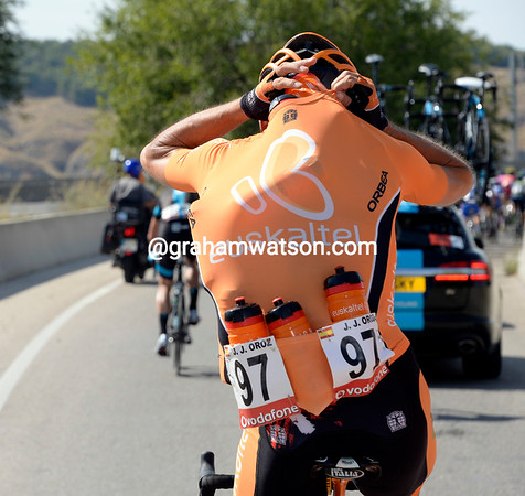 Last orders please..! Juan Jose Oroz collects the last water bottles for Euskatel in their last Vuelta...