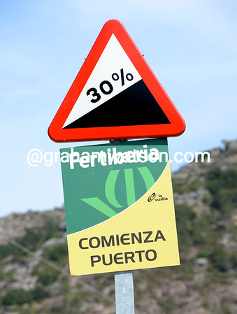 The sign announces the start of the Mirador de Ezaro...