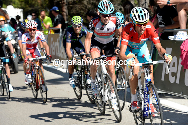 Nibali is chashing with Horner, Valverde and Rodriguez behind him - or is he happy to let Roche take the overall lead.?