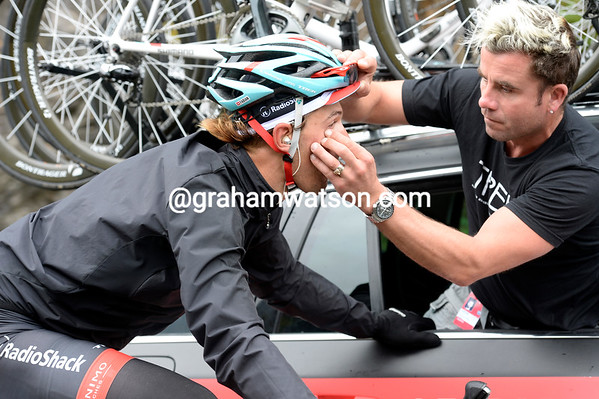 Fabian Cancellara takes the quiter moments to get some grit out of his eye...