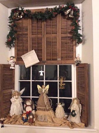 2014 Doe Run Christmas Windows