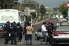 Oaxaca de Juarez 23/01/15.- Un operativo para detectar unidades irregulares terminó en enfrentamiento por parte de dos sindicatos, Libertad y de la CTM los cuales evitaron que policías se llevaran unidades de su propiedad y choferes detenidos. Detonaciones de armas se realizaron por parte de ambos lados resultando 6 detenidos por la gresca / Mexiko : Ausschreitungen am 21.01.2015 in Oaxaca © Joreg Luis Plata/LATINPHOTO.org