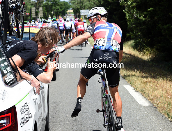 Locked out - Edvald Boasson-Hagen has a cleat problem that needs sorting...