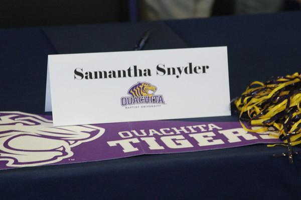 11.09.16 Samantha Snyder Signing