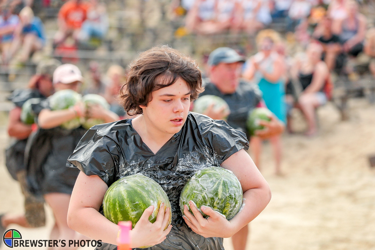 Laine Wellington of Warren gets off to a quick start in the Greased Melon Carry event.