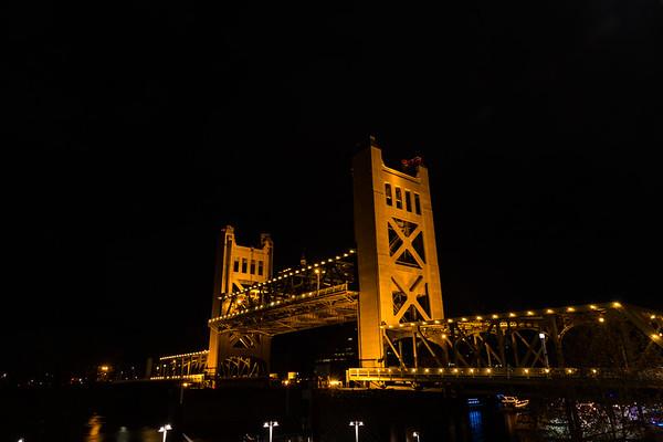 2017-12-31 Sacramento NYE Bridge Fireworks