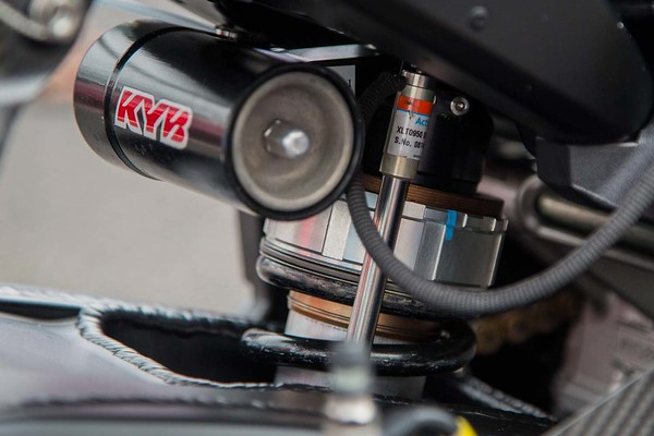 Kayaba rear shock on Suzuka 8H Yamaha R1
