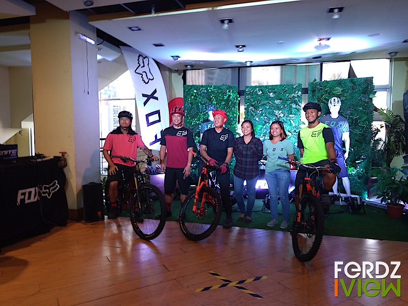 FOX Brand Ambassadors Edrie Ocampo, Eboy Roselada, Bans Mendoza, Ralph Ramento (far right) with Sharon Salvacion - Sr. Brand Executive; and Melo Dumaug - Sr. Marketing Officer