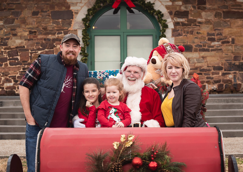 2019-Santa-and-Christmas-Trees-12