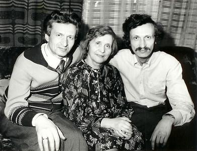 Челябинск. Конец 70х годов.Семейный снимок. Братья Леонид и Александр рядом со своей любимой Розочкой.