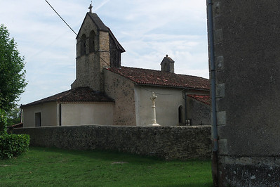 Je décide de partir en vélo vers le village d'Origné.  Voici l'église.
