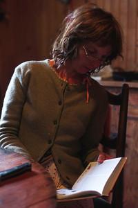 Véronique continue sa lecture.