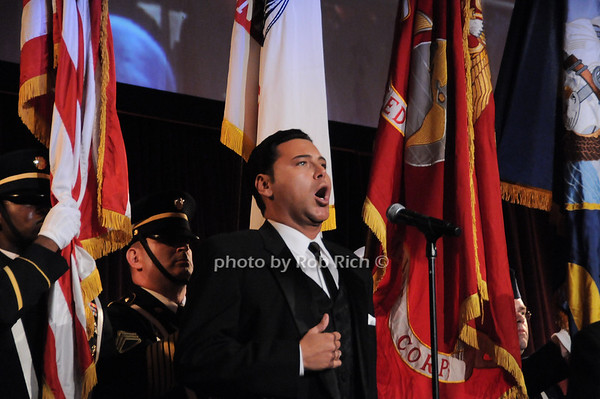 Roberto Iarussi sings the National Anthem<br /> photo by Rob Rich © 2009 robwayne1@aol.com 516-676-3939