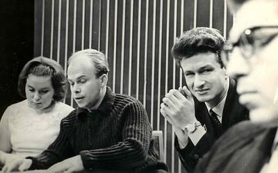 Во время телепередачи. Второй слева Владимир Белковский , ведущий Л.Пикус , инженер Юрий Рожков -известный альпинист,фотолюбитель,отец большого семейства.