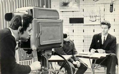 Во время телепередачи. За камерой -один из первых операторов телестудии Эдуард Абдразаков.