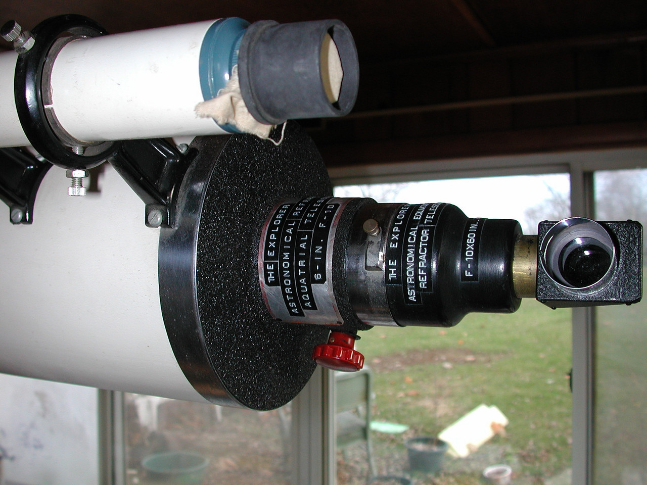 "Observers end of the telescope. Shows the ""tail stock assembly"". Also shown is a 12 x finder scope. The Rack & pinion focuser, features red focusing knobs and is set up for 1.25 inch standard size occulars. You can unscrew the black housing that is attached to the draw tube and attach a ""straight thru"" housing and use 2 inch star and occulars!"