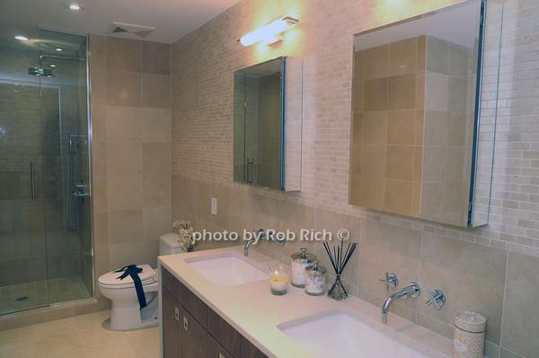 bathroom<br /> photo by Rob Rich © 2009 robwayne1@aol.com 516-676-3939