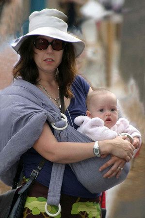 Мадонна с ребёнком.Лос Анжелес. 2005 г.