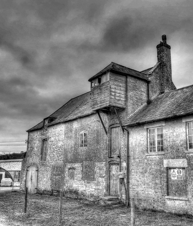 Old farm buildings at the disused watercress beds.
