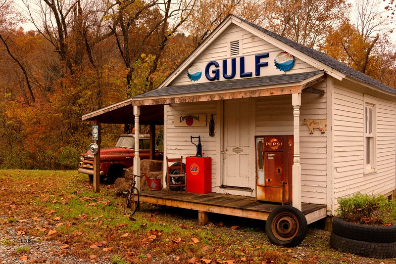 Old Gulf Station . 2