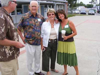 Pictured here is Mariners Elementary School Teacher Marilyn Slaughter, (center), who taught 1st grade when our class passed through way back in 1966-67.  Beside her is husband, Bob Slaughter and daughter, Lauren Slaughter.  Lauren was one of our '78 classmates and is now a teacher, just like her dear old Mom!  Lauren is just as cute as she was throughout her school years.  See if you can find her in accompanying photos!