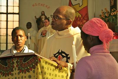 Fr. Ntsikelelo reads the Gospel.