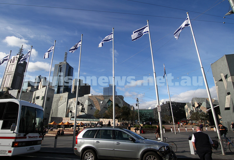 26-4-12. Israeli flags fly over FederationSqu in Melbourne for Yom Ha Atzmaut. photo: peter haskin