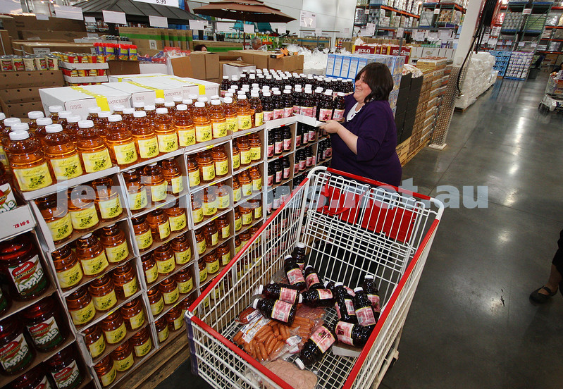 2/3/10. Costco. Devorah Shachter loads up the products in the new Kosher section at Costo during her 1 minute trolley dash. Photo: Peter Haskin