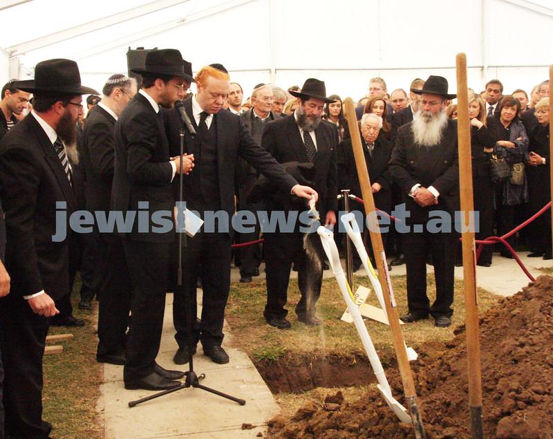 Funeral of Richaed Pratt at Lyndhurst cemetery. April 30, 2009. photo: peter haskin