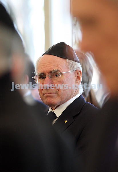 Funeral of Richaed Pratt at Lyndhurst cemetery. April 30, 2009. Former Australian Prime Minister, John Howard. photo: peter haskin