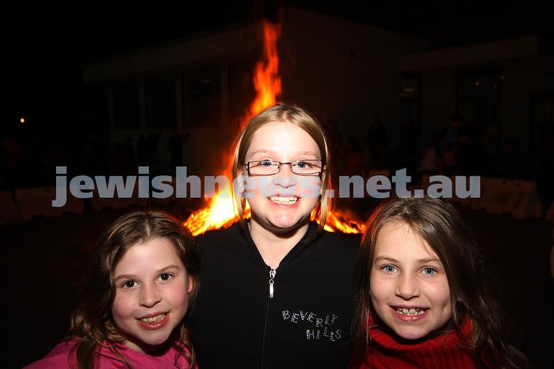 Bnai Akiva Lag B'omer celebrationa at Mizrachi. From left: Becky and Lani Meier, Shoshana Sor. photo: peter haskin