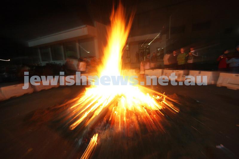 Lag B'omer 2009. the bon fire rages at the bnai akiva celebrations held at Mizrachi. photo: peter haskin