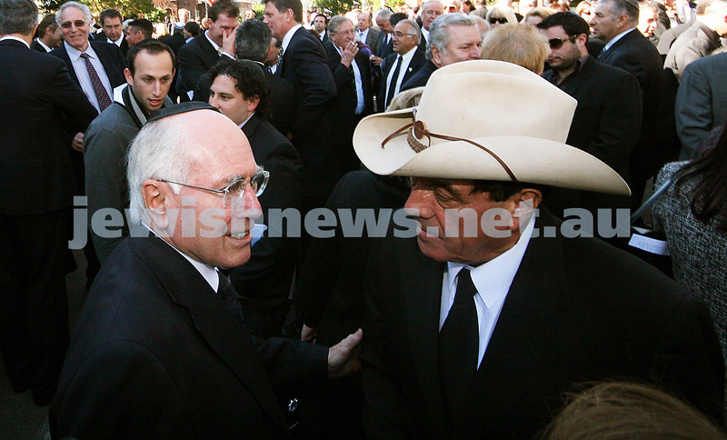 Richard Pratt memorial. Kew hebrew Congregation. April 30, 2009. Former Prime Minister John Howard (left), Molly Meldrum. photo: peter haskin