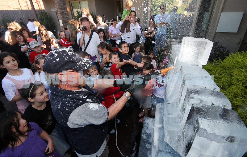 14/12/09. Chanukah. A winter wonderland of chanukah fun at Chabad Glen Eira where snow was dumped for the kids. Ice menorah being carved. Photo: Peter Haskin