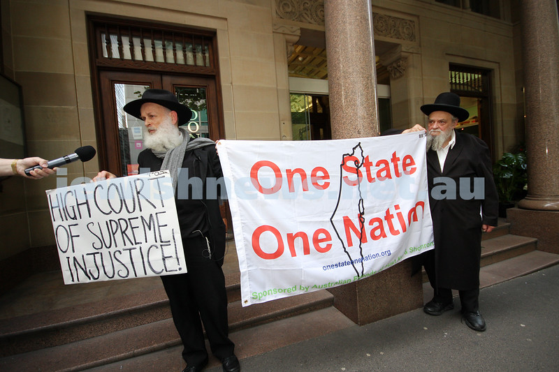 2/11/09. Moshe Elkman (left) with Rabbi Mordechai Radzminski protesting the visit of Justice Eliezer Rivlin, Vice-President of the Supreme Court of Israel outside the Monash University Law Chambers in Burke St. photo: peter haskin