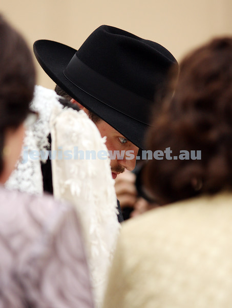 20/10/09. Wedding of Chana Gutnick to Ari Herzog. Photo: peter haskin