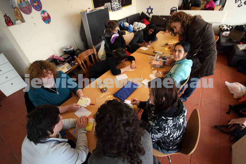 17/9/09. Access Group. Memebers of Access working at the Access shop on Inkerman Rd making Rosh hashanah cards. photo: peter haskin