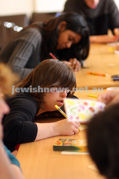 17/9/09. Access Group. Memebers of Access working at the Access shop on Inkerman Rd making Rosh hashanah cards. Racheli xxxxx. photo: peter haskin