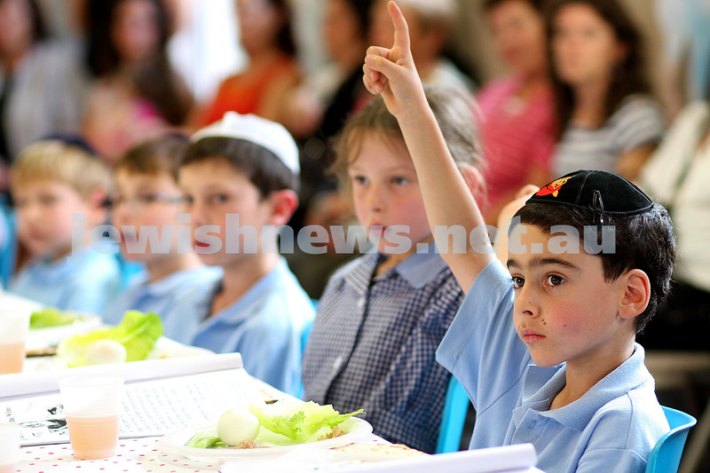 UJEB conducting model seder for Peseach at Gardenvale Primary School. photo: peter haskin