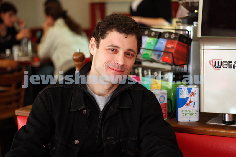 18/6/09. Author Eliot Perlman sitting at Edna's Place, cafe in Glenthuntly Rd, photo: peter haskin